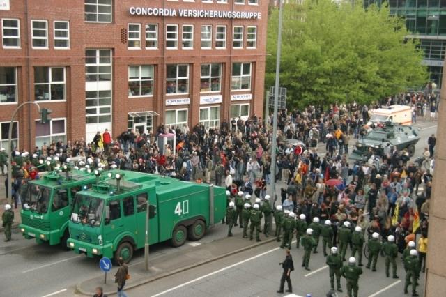 Vattenkanoner vid förra veckans demo mot ASEAM-mötet i Hamburg
